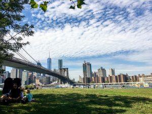 ニューヨークの摩天楼とブルックリン・ブリッジ